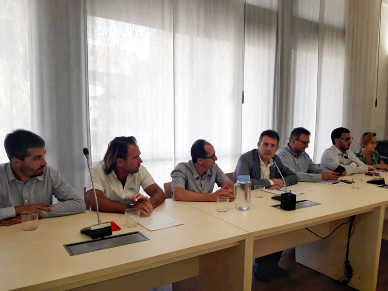 Lluís Puig, al centr de la imatge, en una reunió del Consorci de la Costa Brava.