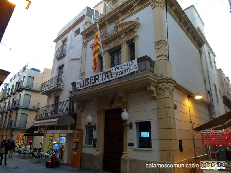 La façana de l'Ajuntament de Palamós.