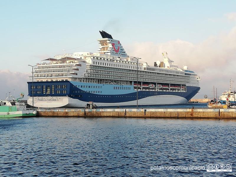 El Marella Explorer 2 amarrat aquest matí al port de Palamós.