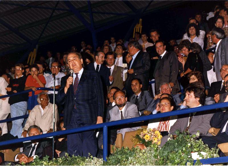 L'aleshores president de la Generalitat, Jordi Pujol, el dia de la inauguració de l'Estadi, davant la mirada del llavors president del club, Emili Cab