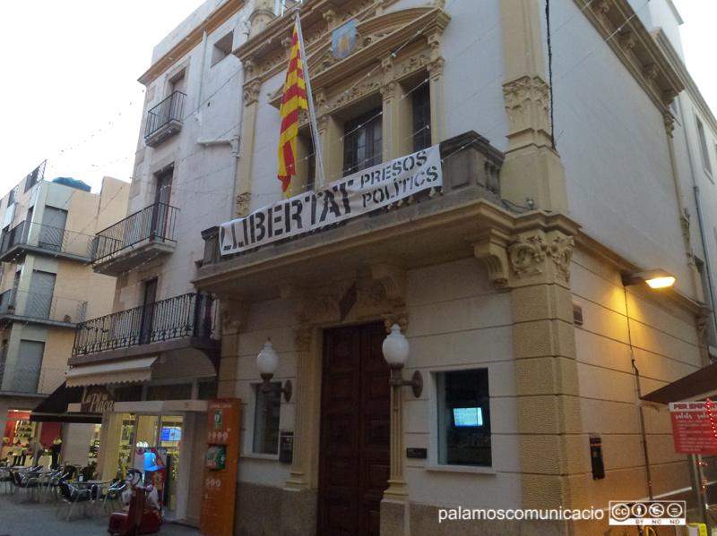 L'Ajuntament de Palamós contractarà cinc joves d'entre 19 i 29 anys que ara mateix no tinguin feina.