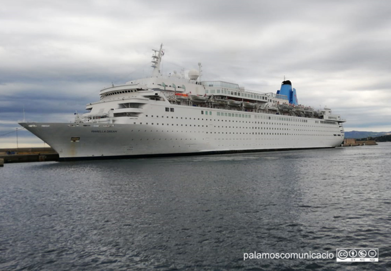 El Marella Dream amarrat al port de Palamós, aquest matí.