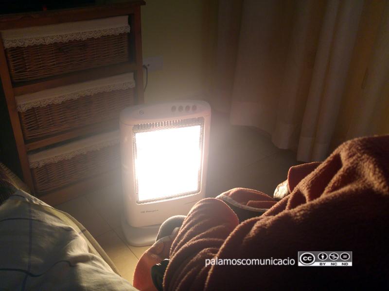 La Generalitat recorda a Endesa que la llei de pobresa energètica li impedeix tallar la llum.