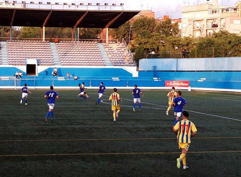 El Palamós ha obert avui la lliga jugant al camp de la Fundació Esportiva Grama. (Foto: Sergi Cortés).