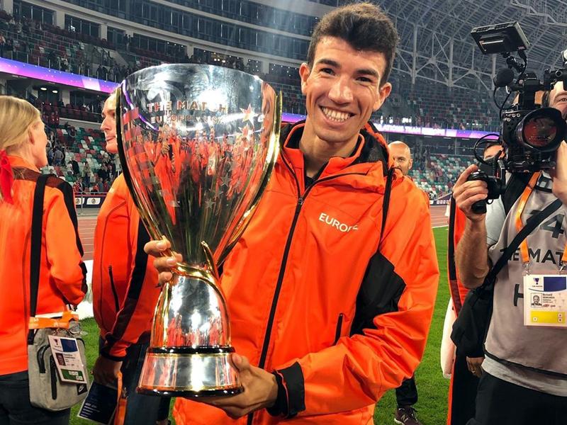 Adel Mechaal amb el trofeu