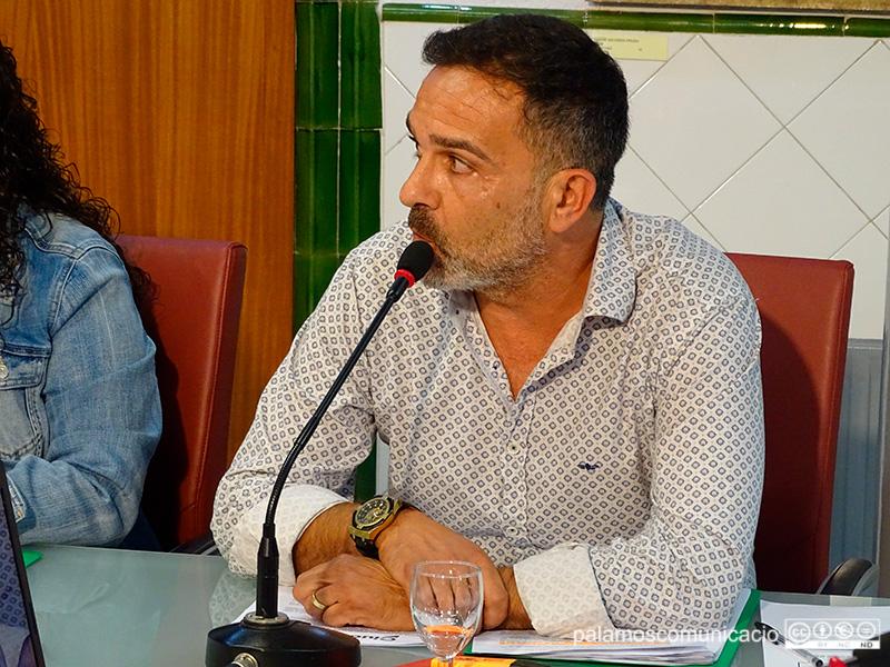Cristóbal Posadas, regidor de Ciutadans a l'Ajuntament de Palamós, en el decurs del Ple Municipal d'ahir.
