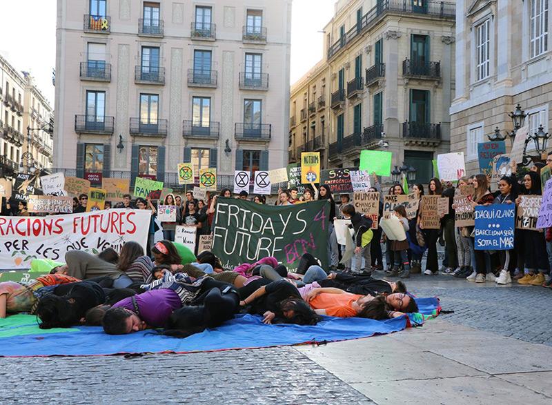 Concentració de 'Fridays for future' a la plaça Sant Jaume de Barcelona  (Foto: catalunyaplural.cat).