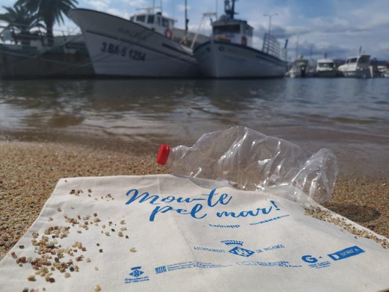 El projecte 'Mou-te pel mar' promou la neteja del litoral. (Foto: Ajuntament de Palamós).