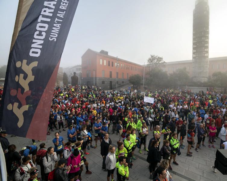 La plaça de Can Mario de Palafrugell moments abans de la sortida de l'Oncotrail 2018. (Foto: Lluís Zamora).