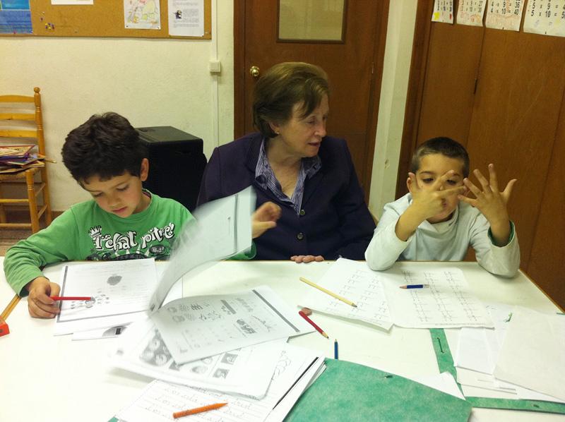 El SIE és un programa de reforç educatiu impartit per voluntaris (Foto: Càritas Girona).