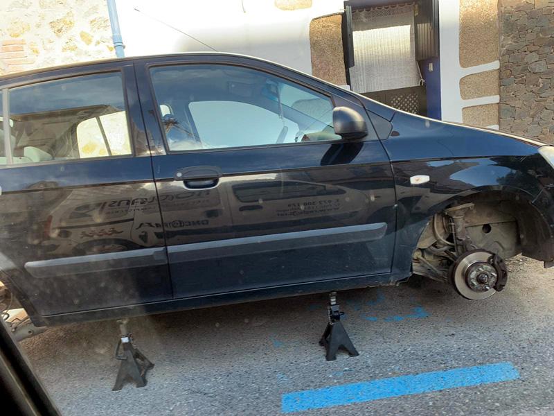 Un dels cotxes afectats a Sant Antoni. (Foto: A. Roglans).