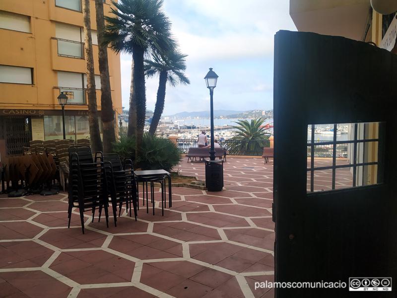 La plaça Murada té un dels miradors més privilegiats sobre la badia de Palamós.