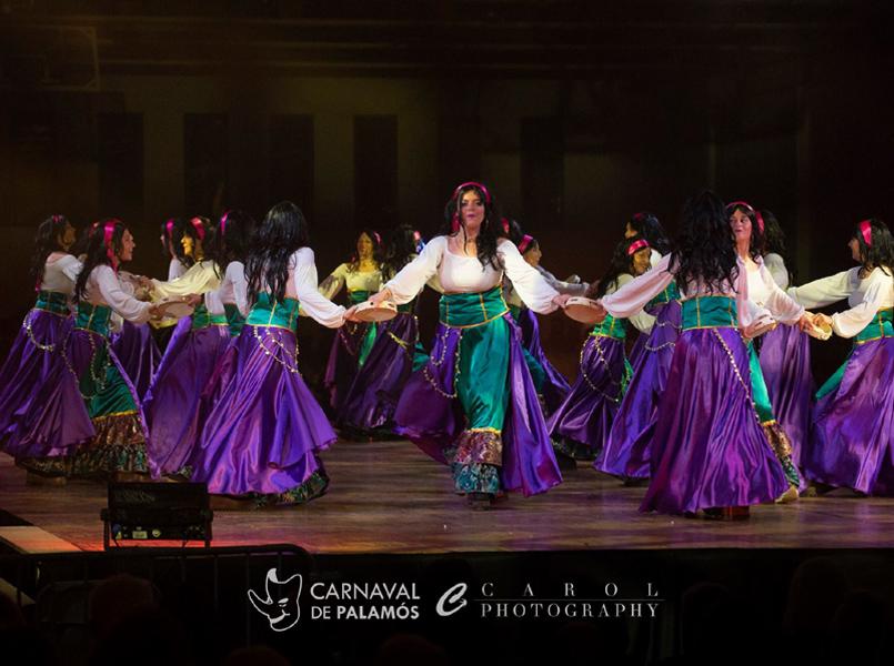 Exhibició de comparses a la Nau, en l'edició d'aquest any del Carnaval. (Foto: Joan Carol).