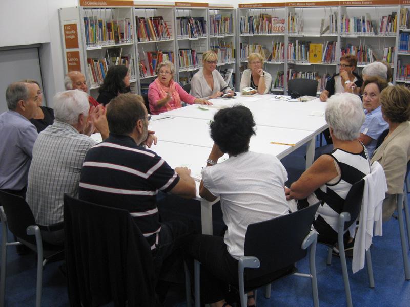 Grup de 'Llegir el teatre' de la biblioteca de Palamós, en una imatge d'arxiu. (Foto: Biblioteca Lluís Barceló i Bou).