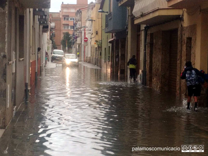 Un dels carres inundats ahir a la tarda, a les rodalies del Mercat.