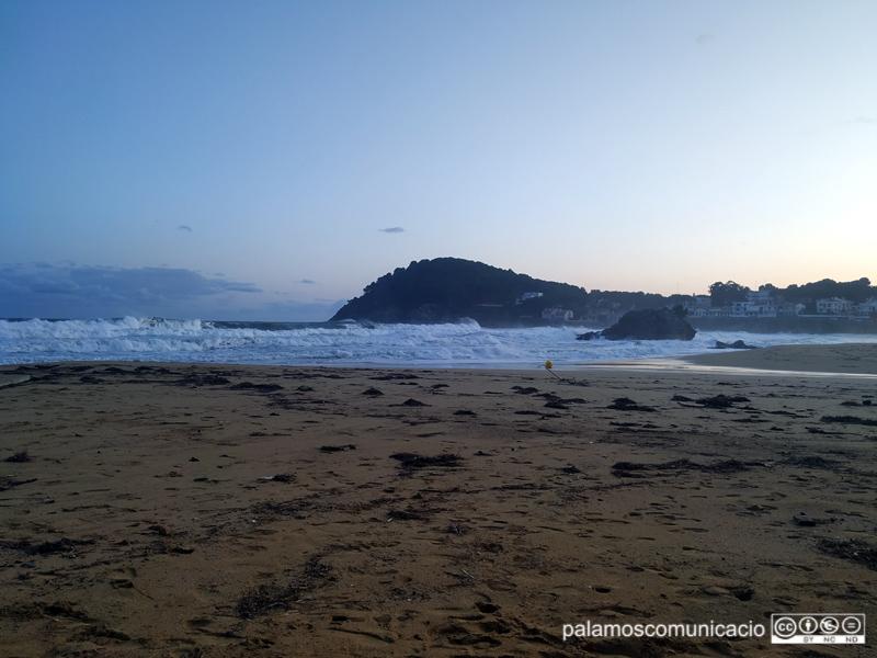 L'efecte del temporal i la pluja a la platja de La Fosca, el passat dimecres.