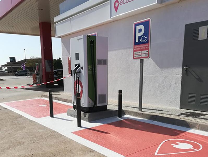 Zona de càrrega per a vehicles elèctrics. (Foto: Ports de la Generalitat).
