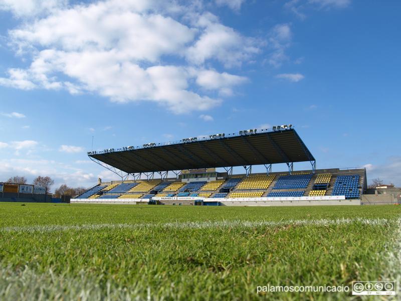 El Palamós aprofitarà la llum natural durant els partits que jugui a casa fins a finals de febrer.