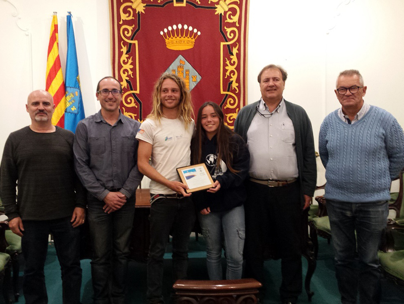 Els joves campions van ser rebuts a la Sala Noble de l'Ajuntament. (Foto: Ajuntament de Palamós).