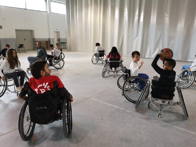 Demostracions d'esports adaptats a escolars de la vila.