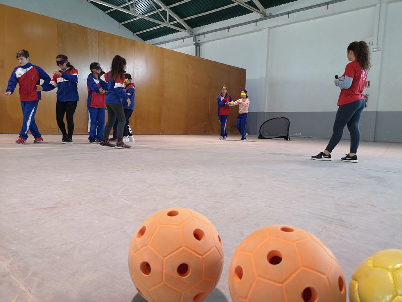 Demostracions d'esports adaptats a escolars de la vila. (Foto: Ajuntament de Palamós).
