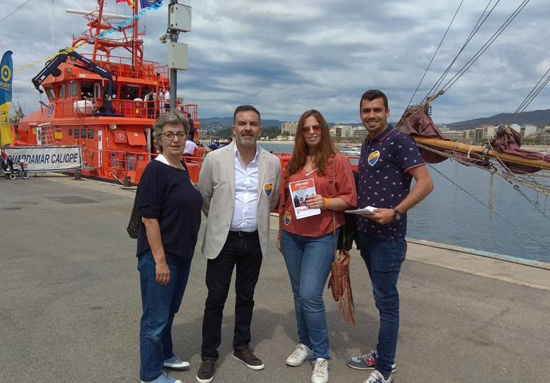 Representants de Ciutadans, al port de Palamós durant la campanya de les eleccions municipals. (Foto: C's).