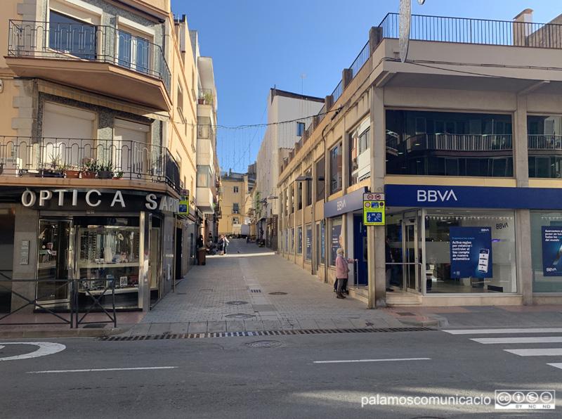 L'accés al carrer Nou, a la imatge, estarà controlat per una càmera.