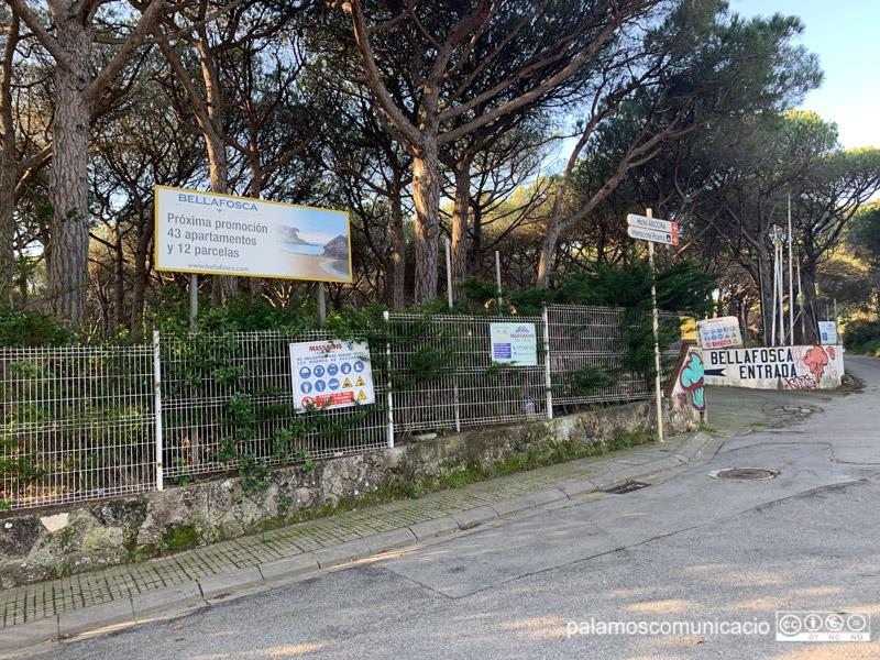 L'entrada de l'antic hotel Bellafosca, aquest matí.