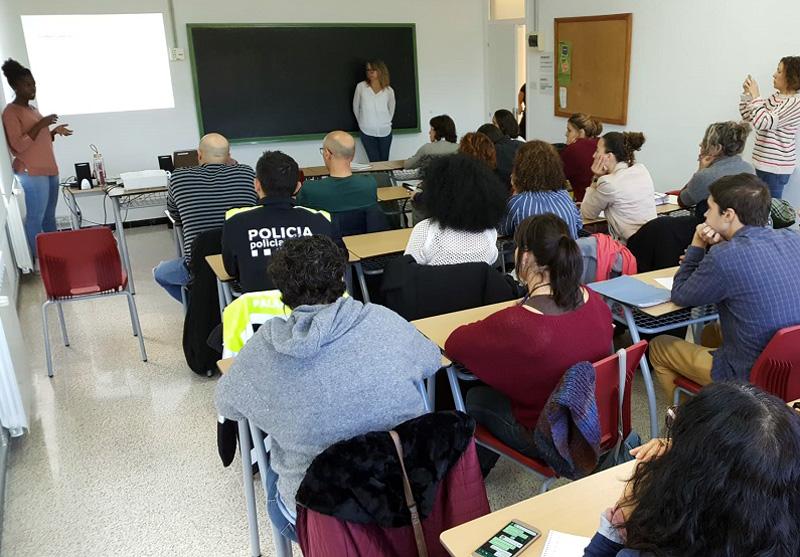 Un moment de l'activitat que es va fer a l'Aula d'Aprenentatge. (Foto: Ajuntament de Palamós).