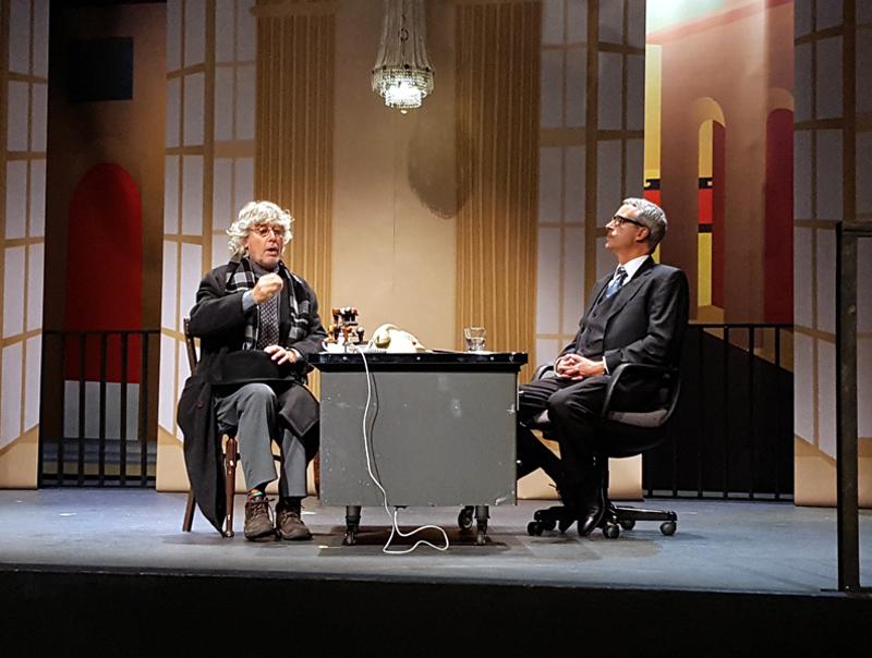 Joan Sarquella i Xavi Casanovas, durant un assaig de l'obra. (Foto: Ajuntament de Palamós).