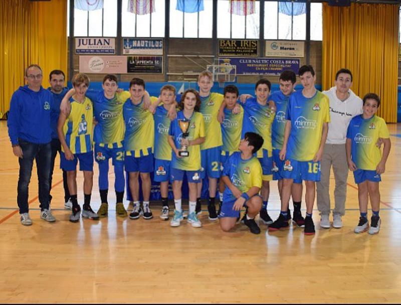 L'infantil masculí del Club Esportiu Palamós, flamant campió del Torneig en la seva categoria. (Foto: CE Palamós).