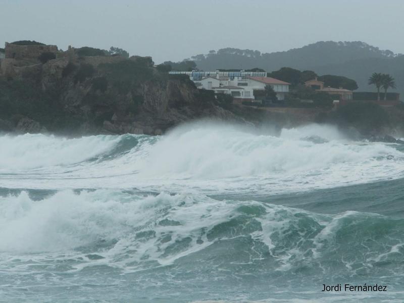 Temporal de mar, dimecres passat a La Fosca. (Foto: J. Fernández tempspalamos.blogspot.com).