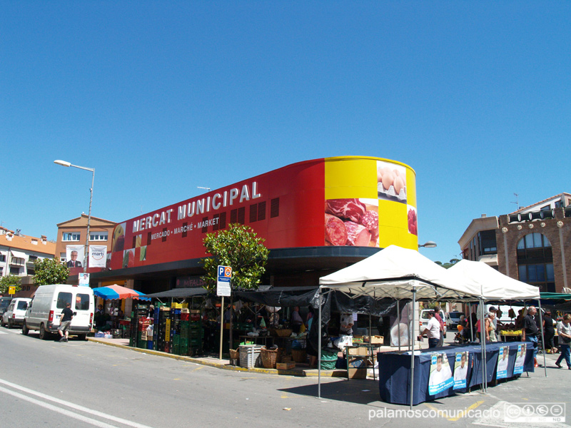 El Mercat Municipal de Palamós, a l'avinguda de Catalunya.