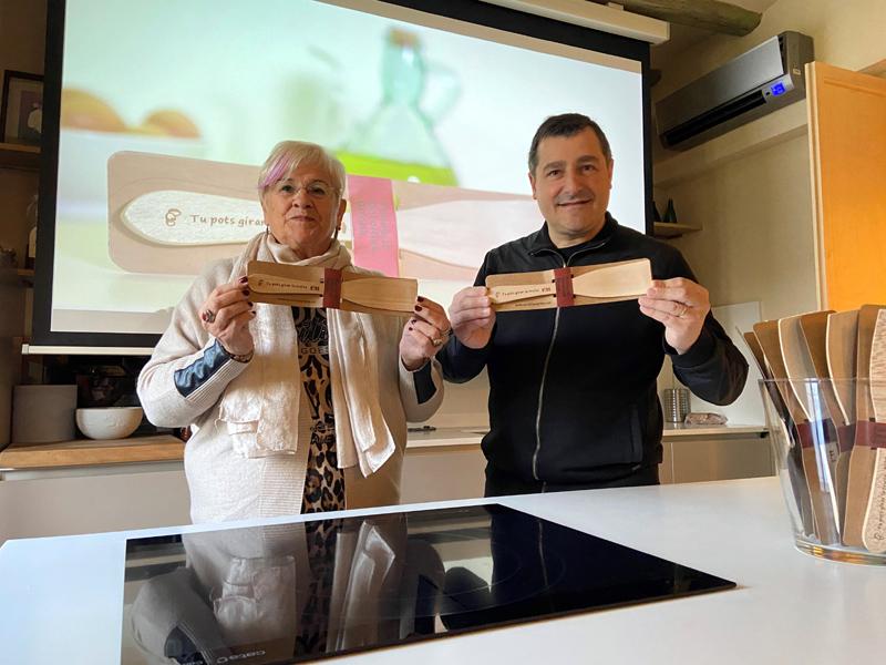 Lluïsa Ferrer, presidenta d'Oncolliga, i el cuiner Joan Roca. (Foto: Oncolliga Girona).