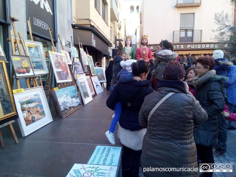 La Fira Nadalenca compta amb el sorteig de quadres cedits per pintors de la comarca.