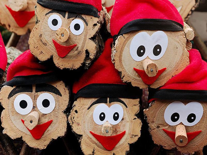 Cagar el Tió és una de les activitats més populars aquestes festes nadalenques.