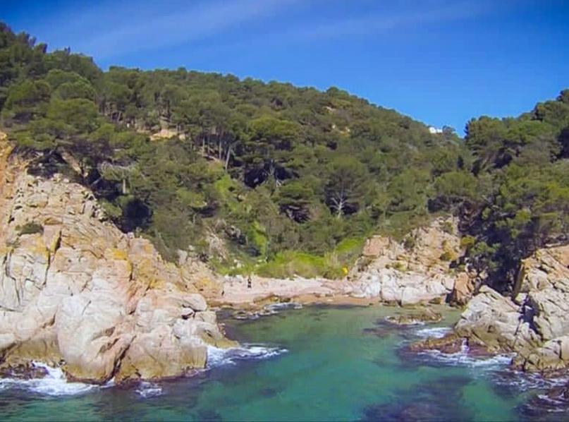 Cala Morisca, a Tossa de Mar, és un dels espais que es desclassifiquen. (Foto: SOS Costa Brava).