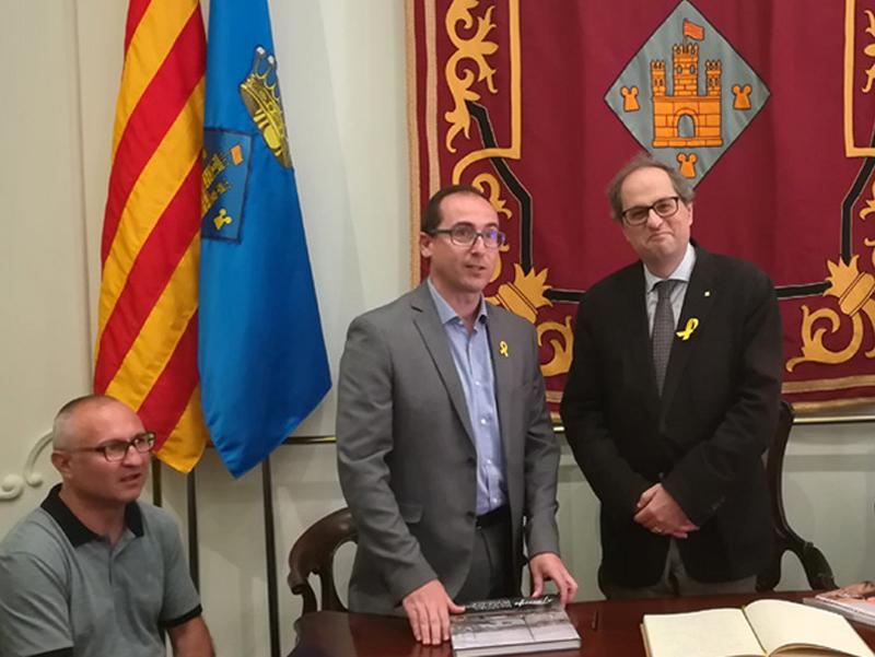 El president Torra, inhabilitat per la JEC, en la seva primera visita oficial a Palamós. (Foto: Ajuntament de Palamós).