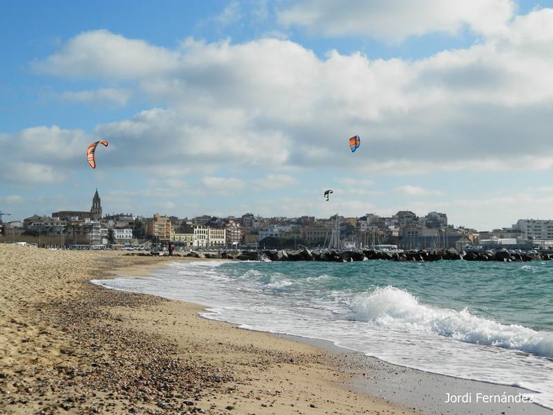 Onatge aixecat pel garbí i núvols baixos empesos pel vent, el passat dijous al migdia. (Foto: J. Fernández tempspalamos.blogspot.com).