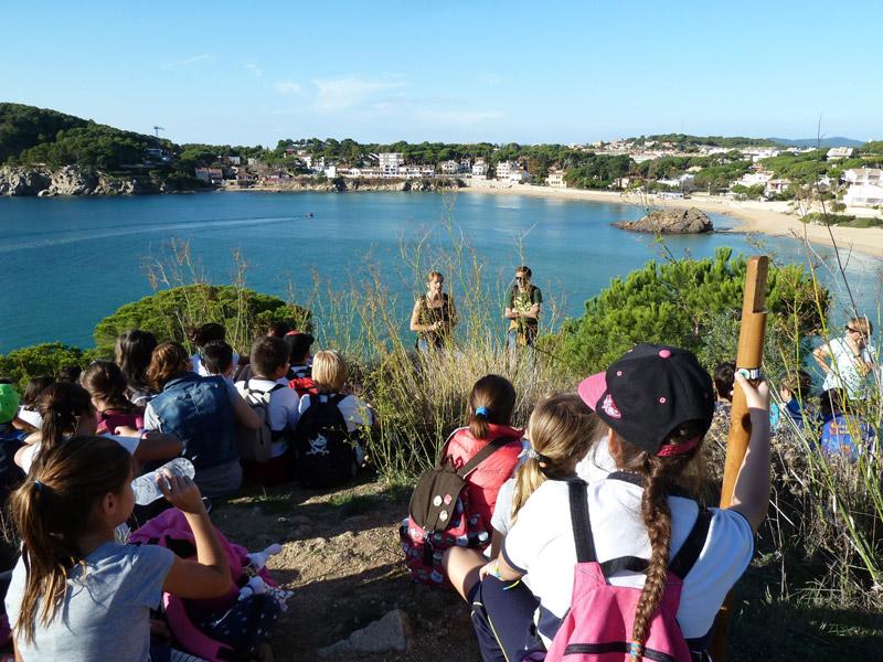 El programa 'Fem arrels' acosta els alumnes al patrimoni històric, cultural i paisatgístic del municipi. (Foto: Ajuntament de Palamós).