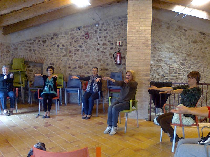 Sessió de gimnàstica per a la prevenció del limfedema, en una imatge d'arxiu. (Foto: Fundació Oncolliga Girona).