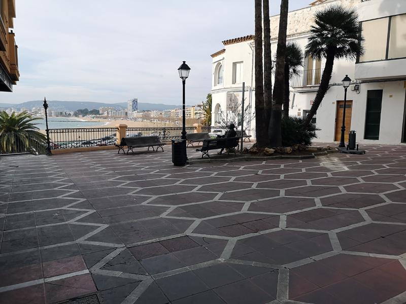Es renovarà el paviment i es suprimirà el parterre central de la plaça Murada. (Foto: Ajuntament de Palamós).