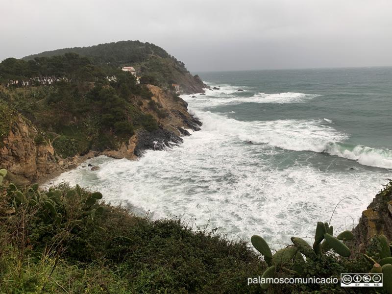 Fort onatge sobre el litoral de Palamós, aquest matí.