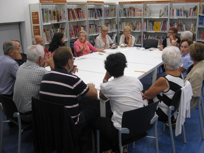 Imatge d'arxiu d'una sessió de Tertúlia Literària, una altra de les activitats que organitza la Biblioteca al voltant de la lectura.