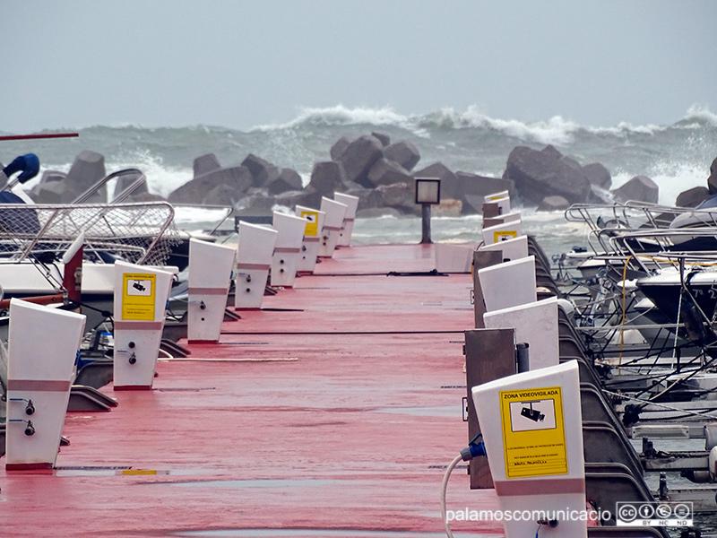 L'escullera del Port Marina ha quedat greument malmesa pel temporal dels darrers dies.