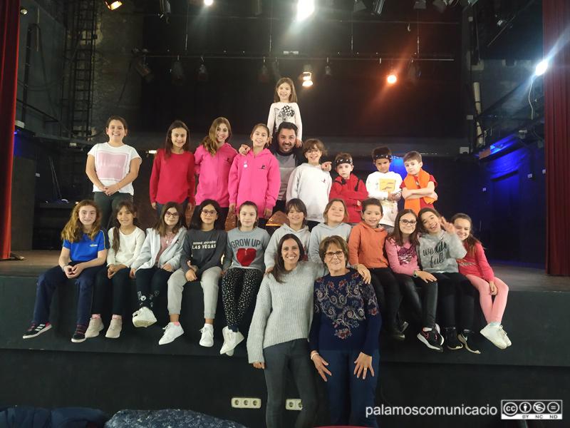 Un grup de l'escola de dansa Georgina Ors després d'un assaig pel festival de demà.