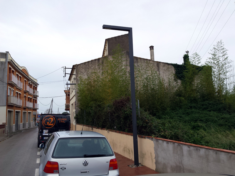 El carrer de la Riera serà l'escenari demà de la campanya intensiva de neteja del 'Fem dissabte'.