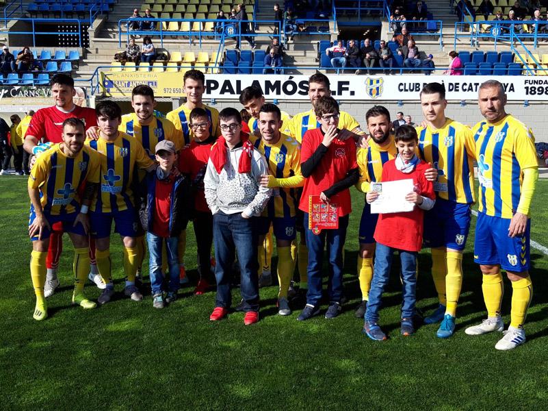 L'Associació Pots ha rebut abans del partit un xec de 1.140€ recaptats per la Penya Sport amb la campanya del bolígraf solidari.