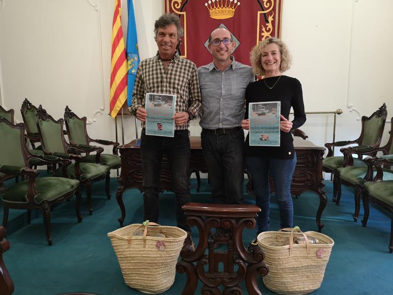 Miquel Ferrés i Teresa Albalat, amb l'alcalde Lluís Puig. (Foto: Ajuntament de Palamós):