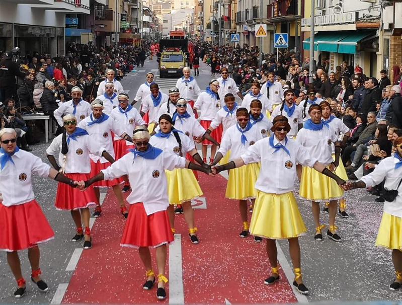 Els Showboys, disfressats de sardanistes el Carnaval passat. (Foto: AC Showboys).